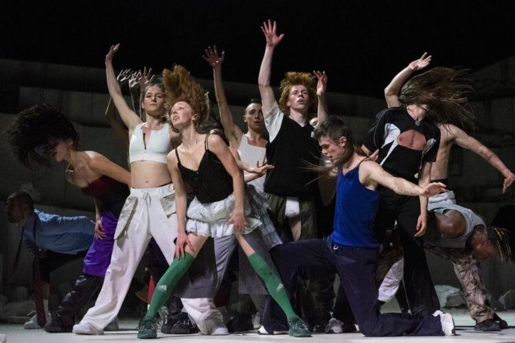 (LA) HORDE com Ballet National de Marseille - Room with a view
